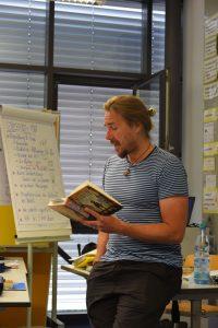 Peter Hertweck liest am Gymnasium Überlingen für zwei Klassen
